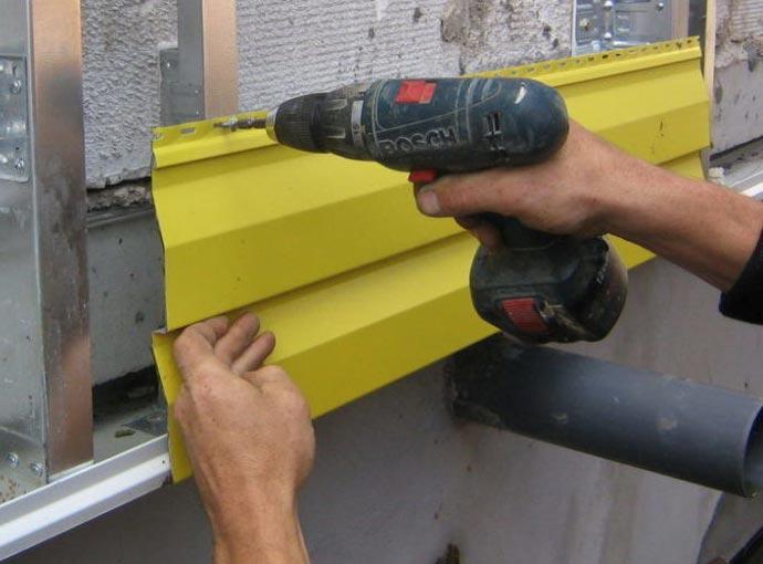 Монтаж  металлического сайдинга (блок-хауса)